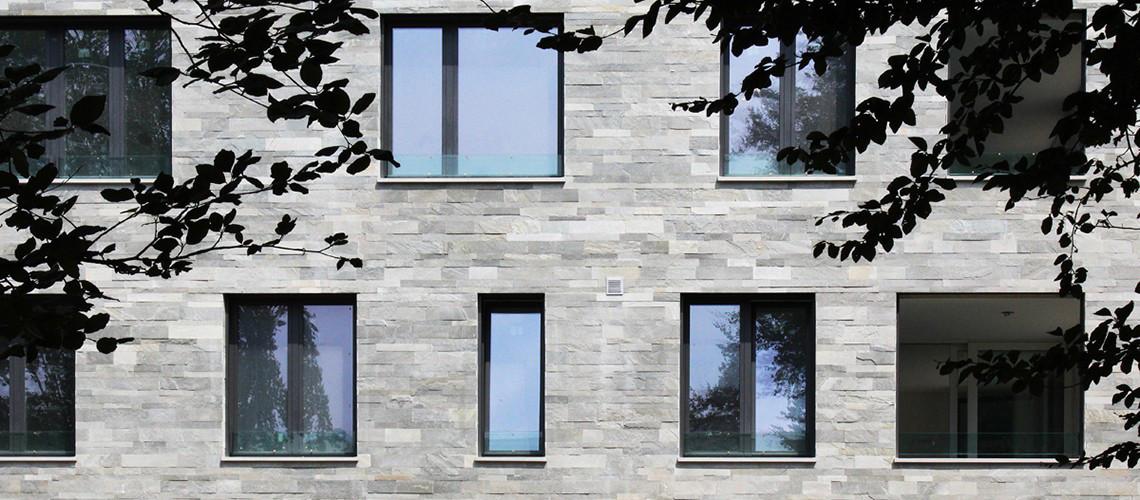 Gli appartamenti sono in un edificio di moderna concezione e costruzione.